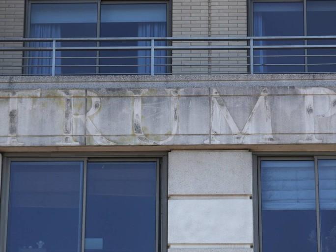 Ông Donald Trump làm tổng thống, đế chế kinh doanh sa sút - Ảnh 3.