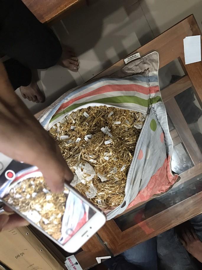 Công an Quảng Nam tìm người sở hữu 230 lượng vàng - Ảnh 3.