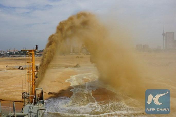 Trung Quốc lấn biển để xây thành phố cảng 1,4 tỉ USD ở Sri Lanka - Ảnh 4.