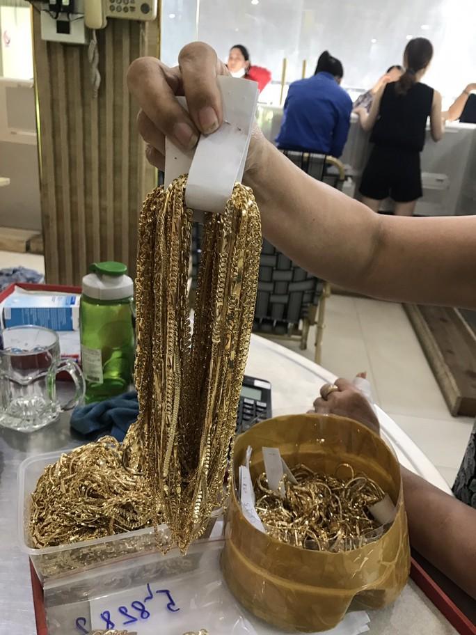 Công an Quảng Nam tìm người sở hữu 230 lượng vàng - Ảnh 1.