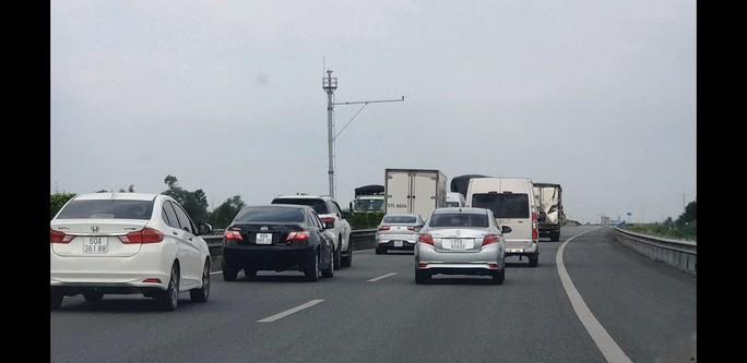 Tuyến cao tốc TP HCM - Trung Lương đang như... đường làng! - Ảnh 1.