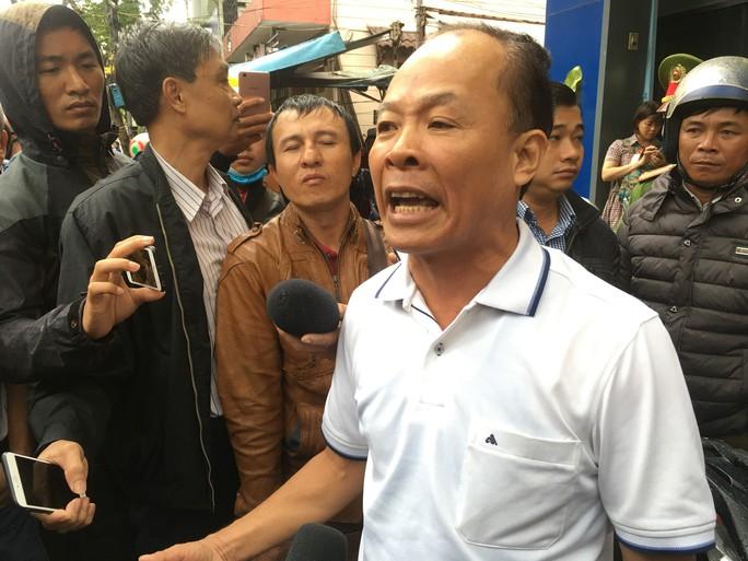 Người dân bao vây trụ sở Công ty Bách Đạt An vì lo chủ đầu tư lật kèo - Ảnh 1.