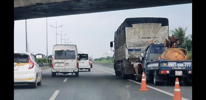 Tuyến cao tốc TP HCM - Trung Lương đang như... đường làng! - Ảnh 2.