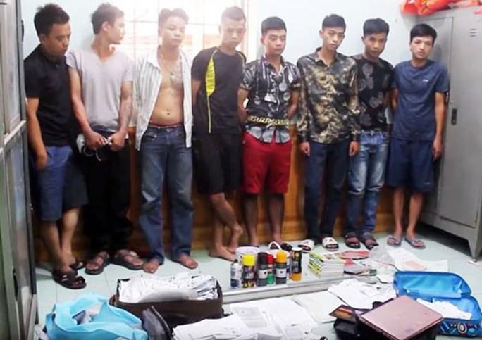 Bắt giữ băng nhóm cho vay nặng lãi ở Đồng Nai - Ảnh 1.