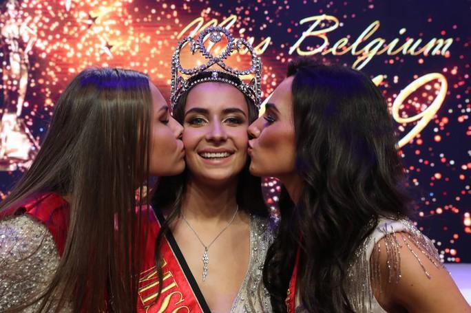 Nhan sắc lộng lẫy của tân Hoa hậu Bỉ - Ảnh 2.