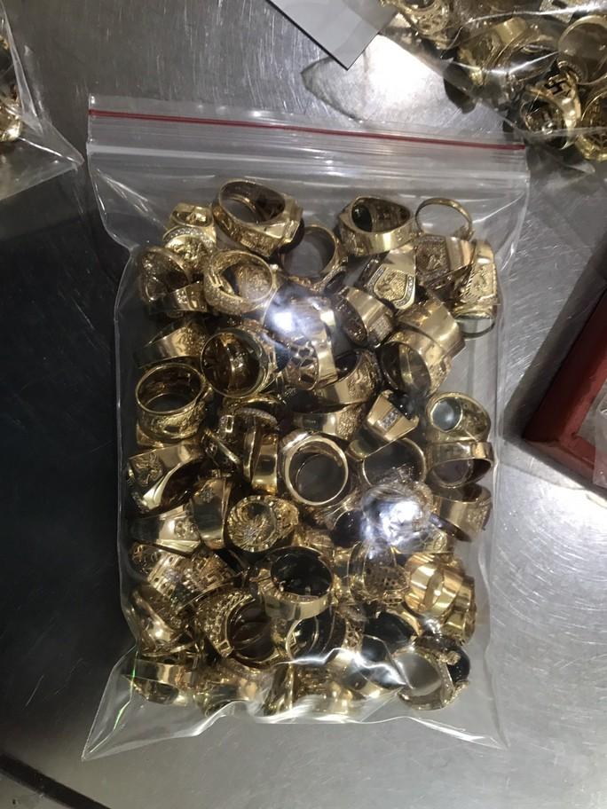 Bất ngờ vụ bán 230 lượng vàng: Lấy trộm của chủ trong 6 năm liền - Ảnh 3.