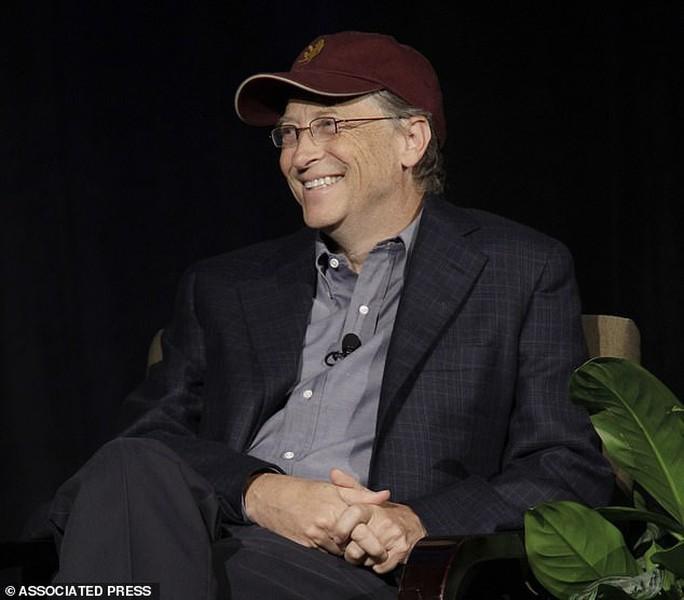 Tỉ phú Bill Gates xếp hàng mua bánh burger giá vài USD - Ảnh 3.