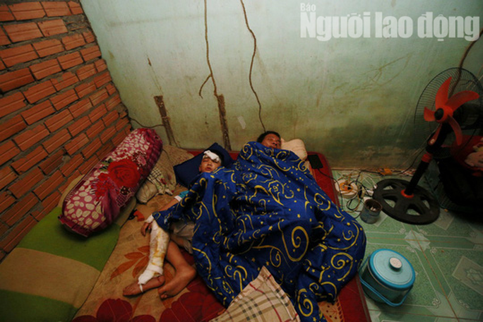 Vợ chồng chết dưới bánh container, 3 trẻ chơi vơi trong đêm đầu thiếu hơi cha mẹ - Ảnh 7.
