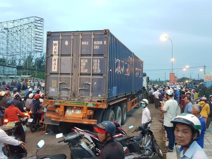 Vụ tai nạn ở Long An: Phó Thủ tướng Trương Hòa Bình yêu cầu làm rõ, xử lý nghiêm - Ảnh 1.