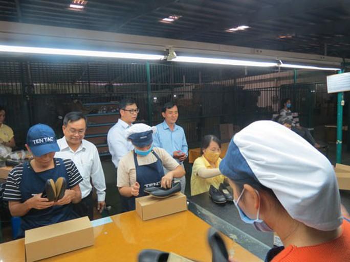 CÔNG ĐOÀN CÁC KCX-KCN TP HCM: Động viên công nhân Công ty TNHH TM-SX Trường Lợi - Ảnh 1.