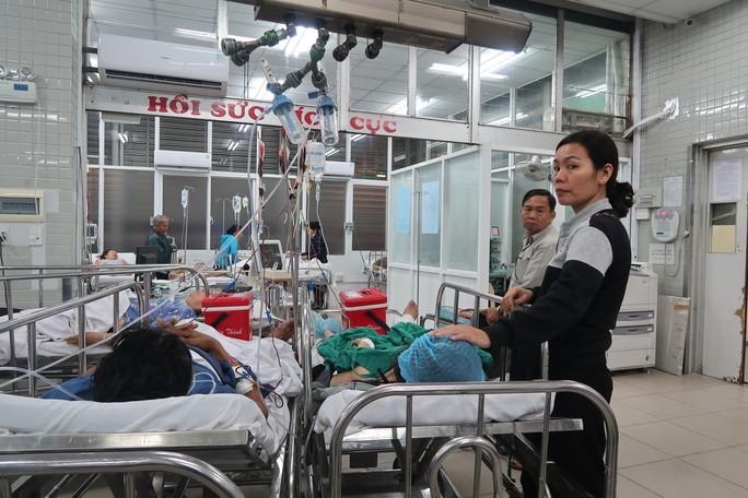 7 nạn nhân vụ tai nạn ở Long An đang được cấp cứu tại Bệnh viện Chợ Rẫy - Ảnh 1.