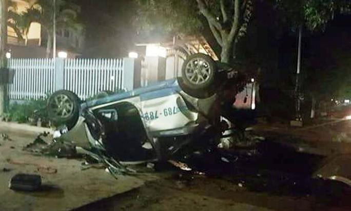 Tài xế uống rượu bia, lái taxi điên gây tai nạn ở Lâm Đồng, 3 người chết - Ảnh 1.