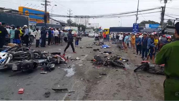 Danh tính các nạn nhân vụ tai nạn giao thông thảm khốc ở Long An - Ảnh 1.