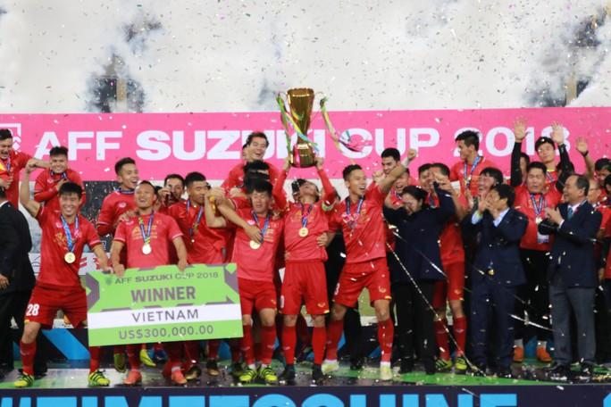 Tiền đạo Malaysia nhận án phạt nặng sau chung kết AFF Cup thua Việt Nam - Ảnh 7.