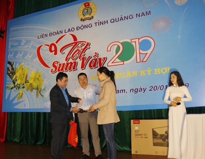 Tết sum vầy ấm áp, hơn 3,5 tỉ đồng đến với công nhân Quảng Nam - Ảnh 7.