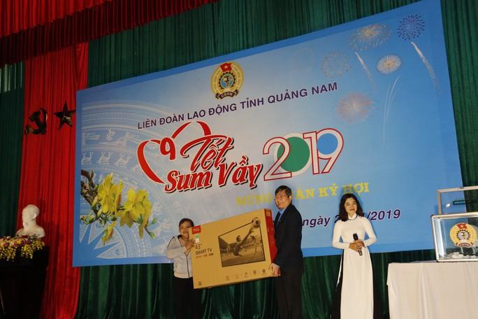 Tết sum vầy ấm áp, hơn 3,5 tỉ đồng đến với công nhân Quảng Nam - Ảnh 9.