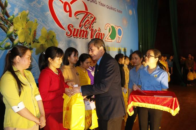 Tết sum vầy ấm áp, hơn 3,5 tỉ đồng đến với công nhân Quảng Nam - Ảnh 2.