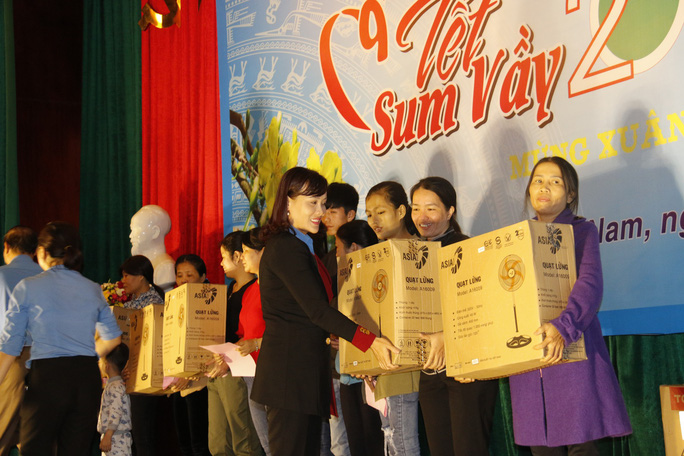Tết sum vầy ấm áp, hơn 3,5 tỉ đồng đến với công nhân Quảng Nam - Ảnh 10.