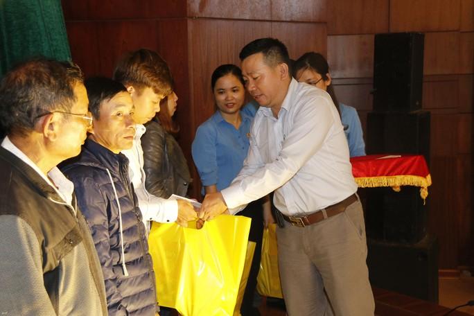 Tết sum vầy ấm áp, hơn 3,5 tỉ đồng đến với công nhân Quảng Nam - Ảnh 6.