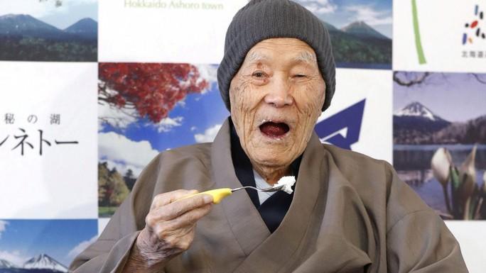 Người đàn ông sống thọ nhất thế giới qua đời ở tuổi 113 - Ảnh 1.