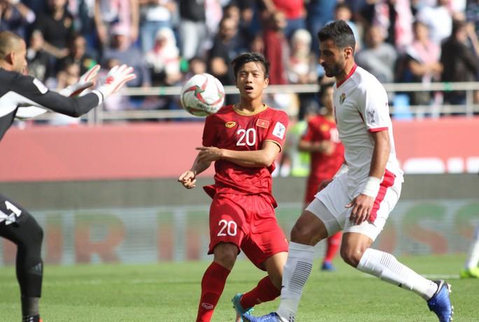 Phan Văn Đức, Xuân Mạnh quá tuổi, quân SLNA sạch bóng ở U23 - Ảnh 1.
