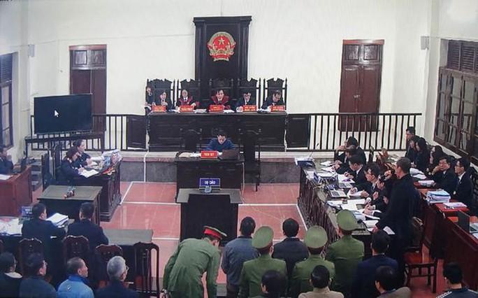 Chủ tọa phiên tòa xử Hoàng Công Lương: Không có chứng cứ đầu độc, giết người - Ảnh 1.