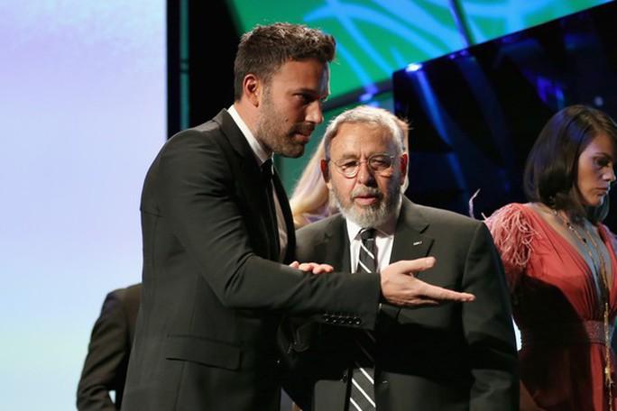 Ben Affleck tưởng niệm người tạo nguồn cảm hứng giúp đoạt Oscar - Ảnh 1.