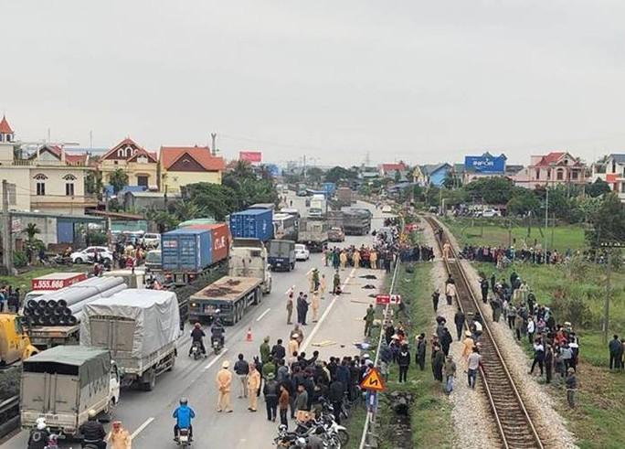 Kinh hoàng xe tải tông đoàn người đi bộ ở Hải Dương, 8 người tử vong - Ảnh 2.