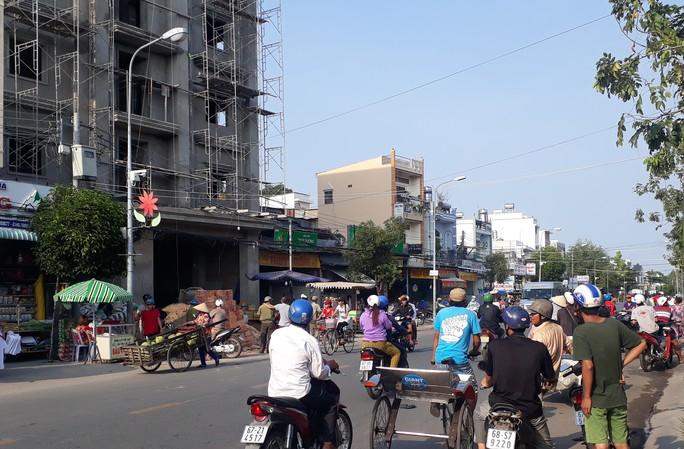 Vụ sập giàn giáo ở An Giang: Công nhân thứ 3 tử vong - Ảnh 1.