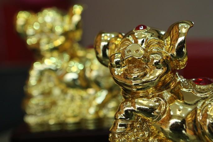 Cận cảnh tượng heo vàng đang gây sốt dịp Tết Kỷ Hợi - Ảnh 2.