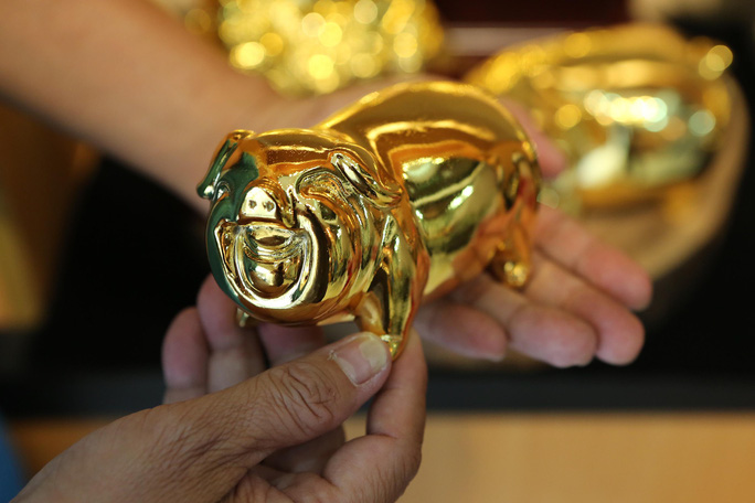 Cận cảnh tượng heo vàng đang gây sốt dịp Tết Kỷ Hợi - Ảnh 7.