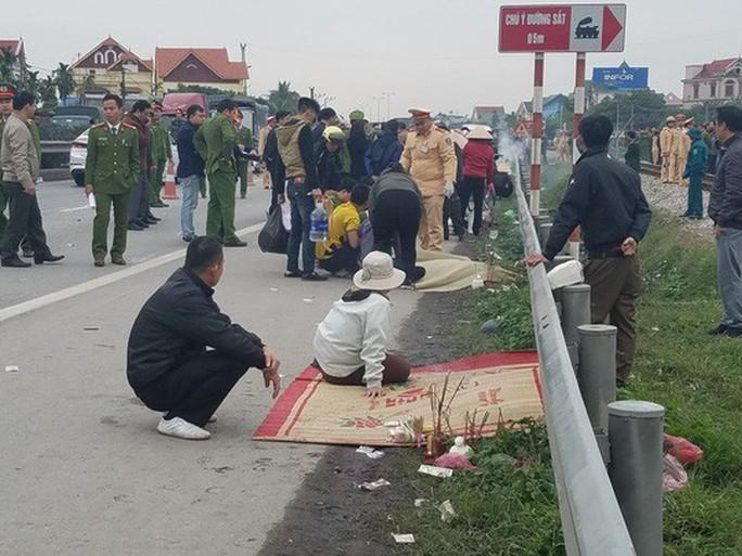 Khởi tố điều tra vụ tai nạn thảm khốc 8 người chết ở Hải Dương - Ảnh 1.