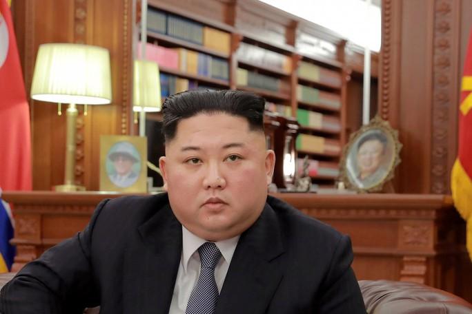 Rộ tin ông Kim Jong-un tặng mỹ phẩm Hàn Quốc cho cấp dưới - Ảnh 1.