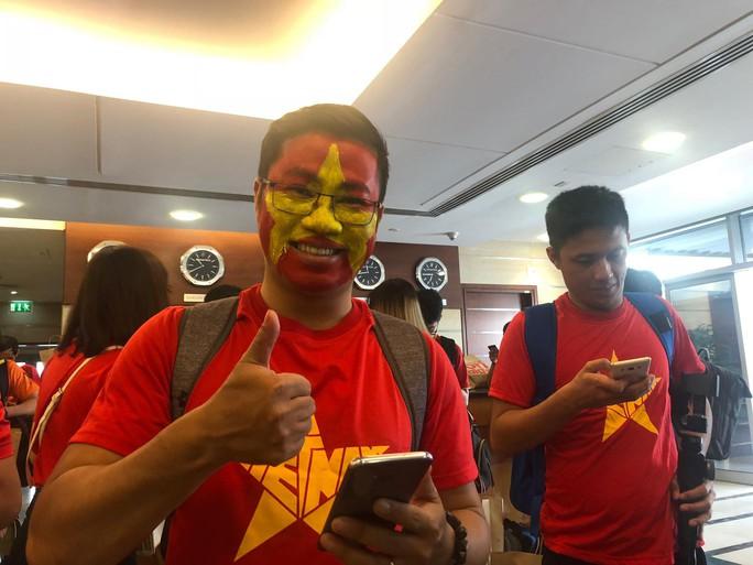Thêm hàng trăm CĐV Việt Nam đã đến Dubai, sẵn sàng tiếp lửa cho trận gặp Nhật - Ảnh 3.