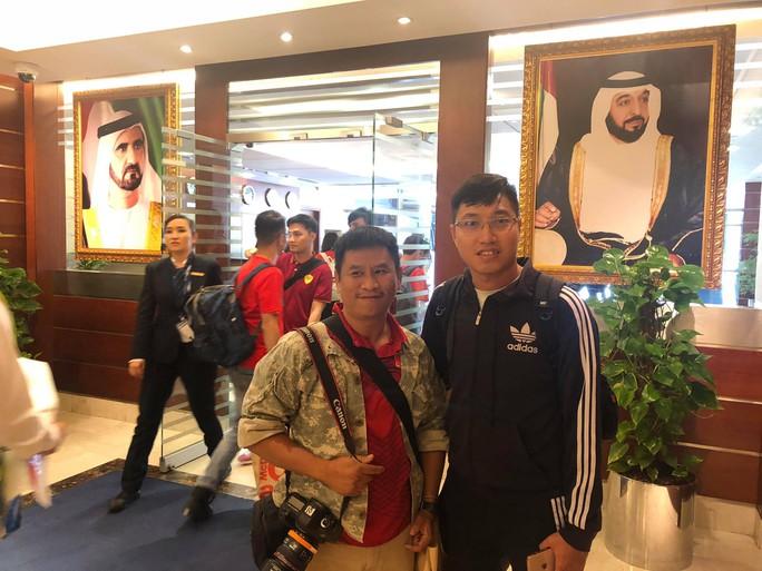 Thêm hàng trăm CĐV Việt Nam đã đến Dubai, sẵn sàng tiếp lửa cho trận gặp Nhật - Ảnh 1.
