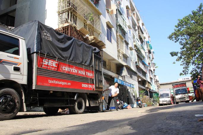 TP HCM: Tháo dỡ chung cư nghiêng ở quận 1 - Ảnh 1.