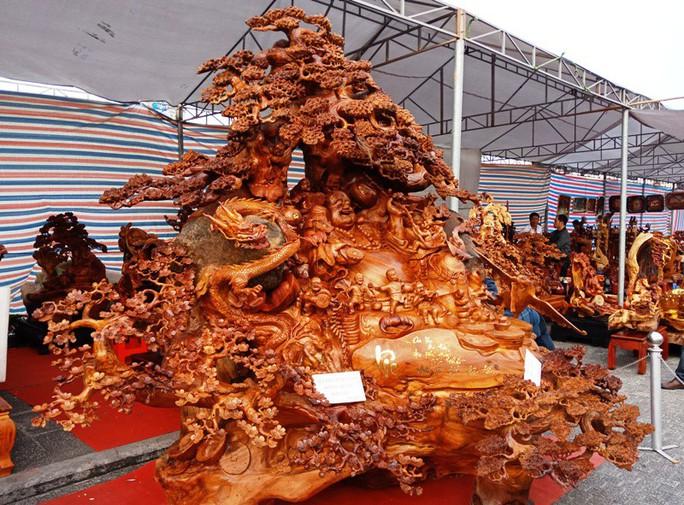 """""""Choáng"""" với bức tượng Phật Di Lặc bằng gỗ hương giá 1,2 tỉ đồng - Ảnh 3."""