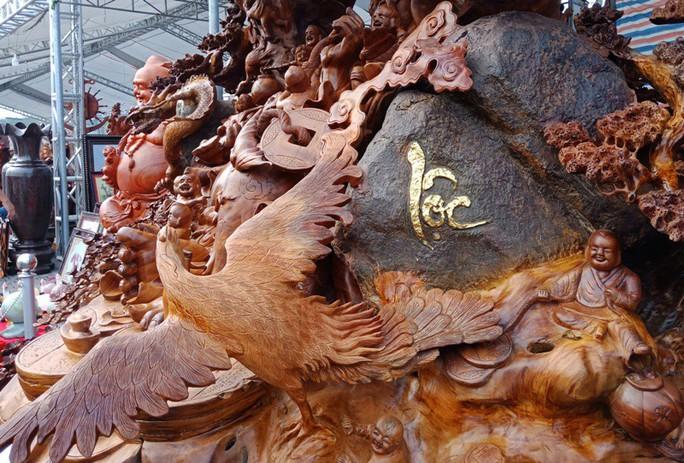 """""""Choáng"""" với bức tượng Phật Di Lặc bằng gỗ hương giá 1,2 tỉ đồng - Ảnh 6."""