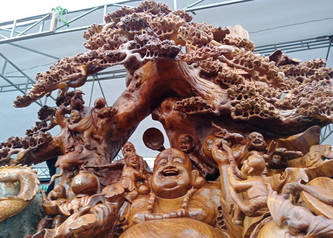 """""""Choáng"""" với bức tượng Phật Di Lặc bằng gỗ hương giá 1,2 tỉ đồng - Ảnh 5."""