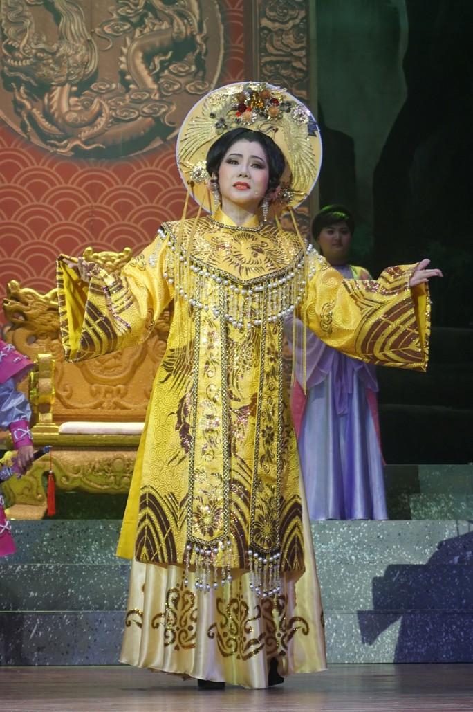 Thái hậu Dương Vân Nga: Từ lịch sử đến nghệ thuật - Ảnh 3.