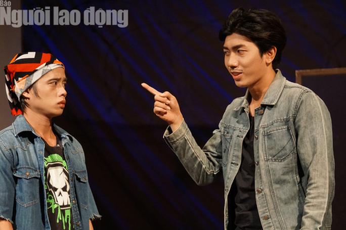 Tuấn Dũng hóa thân đại ca trên sân khấu Kịch Phú Nhuận - Ảnh 3.