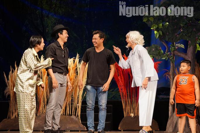 Tuấn Dũng hóa thân đại ca trên sân khấu Kịch Phú Nhuận - Ảnh 4.