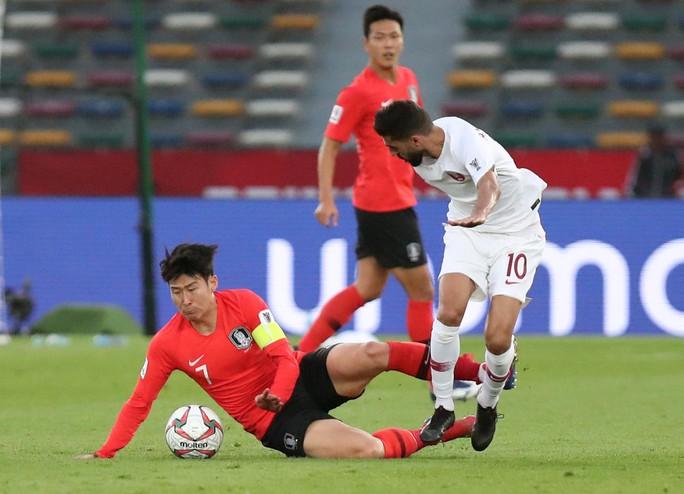 Clip: Cú sút sấm sét đưa Qatar vượt Hàn Quốc, lần đầu vào bán kết Asian Cup - Ảnh 3.