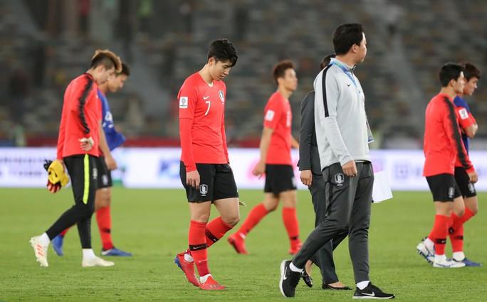 Clip: Cú sút sấm sét đưa Qatar vượt Hàn Quốc, lần đầu vào bán kết Asian Cup - Ảnh 8.