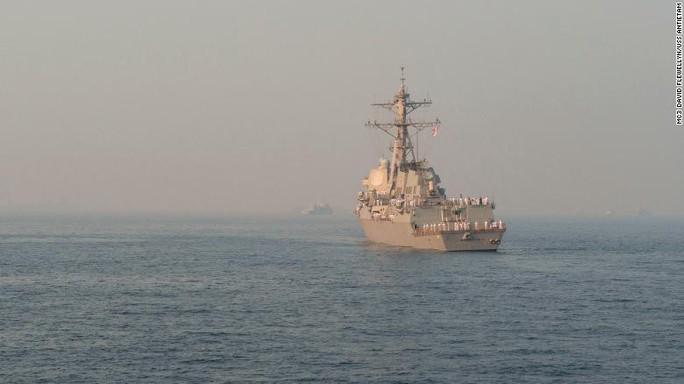 Mỹ phái 2 chiến hạm mang tên lửa dẫn đường qua eo biển Đài Loan - Ảnh 1.