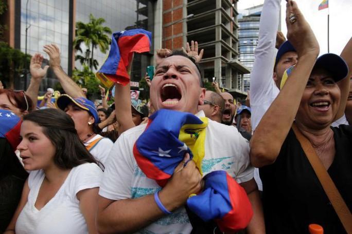 Ông Putin lên tiếng, quân đội Venezuela ủng hộ ông Maduro - Ảnh 4.