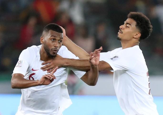 Clip: Cú sút sấm sét đưa Qatar vượt Hàn Quốc, lần đầu vào bán kết Asian Cup - Ảnh 7.
