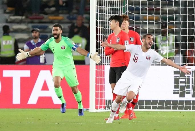Clip: Cú sút sấm sét đưa Qatar vượt Hàn Quốc, lần đầu vào bán kết Asian Cup - Ảnh 5.