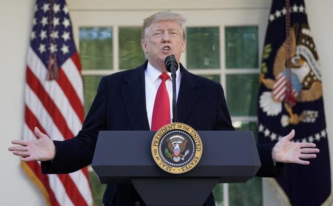 Ông Donald Trump nhượng bộ, chính phủ Mỹ mở cửa trở lại - Ảnh 1.