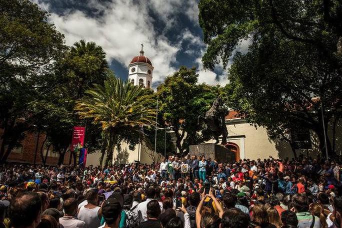 Venezuela: Thủ lĩnh đối lập tìm kiếm sự ủng hộ của quân đội - Ảnh 3.